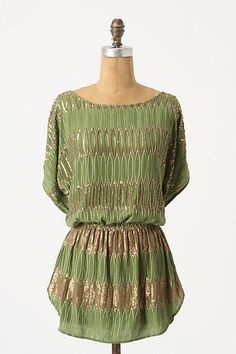 Really like this top. Although my pale skin probably wouldn't look to great with this shade of green.