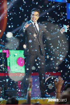 Host Jaime Camil speaks onstage during the Kids Choice Awards Mexico 2013 at Pepsi Center WTC on August 31, 2013 in Mexico City, Mexico.  (Photo by Victor Chavez/WireImage)