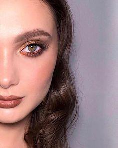 """Визажист Челябинск 🖤 GRIMERKA no Instagram: """"Доброе утро! 🥰 Как назовём эту рубрику? «Додумай сам» или «половинчатые лица»? Ваши варианты? 😜 ⠀ Режет мою душу перфекциониста, что…"""" Makati, Makeup Looks, Eyeliner, Make Up, Fashion, Make Up Looks, Gold, Moda, Fashion Styles"""