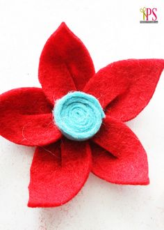 DIY Felt Flower Tutorial   Positively Splendid {Crafts, Sewing, Recipes and Home Decor} Felt Roses, Felt Flowers, Diy Flowers, Fabric Flowers, Flower Diy, Crafts To Do, Felt Crafts, Fabric Crafts, Felt Flower Tutorial