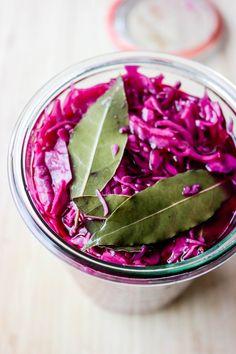 Syltet rødkål er en superfin måte å bruke opp rødkål på. Small Meals, Crunches, Watermelon, Cabbage, Fruit, Vegetables, Recipes, Food, Christmas