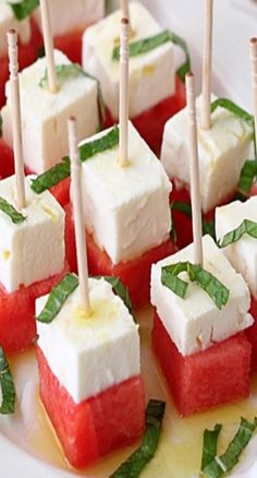 Watermelon, Feta, and Mint Salad Bites Party Food And Drinks, Snacks Für Party, Tapas, Mint Salad, Feta Salad, Watermelon And Feta, Food Wishes, Food Platters, Appetizer Recipes