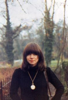 young Anna Wintour... and her facial expression is the exactly the same today :)