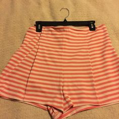 """Cayenne /Ballet shorts """"Free People"""" Cayenne and Ballet combo colors. Has a side invisible zipper . From waist to bottom of leg 15 inches. Has two darts in back and darts in front has a am fold over . 64% polyester , 33% rayon, 3%spandex. Free People Shorts"""