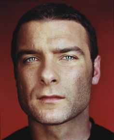 Liev Schreiber- now, THOSE are beautiful eyes...love the crows feet too :p