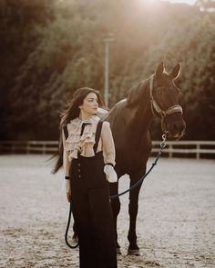 Country Girl Photography, Horse Girl Photography, Turkish Women Beautiful, Turkish Beauty, Stylish Dresses For Girls, Stylish Girl, Beautiful Girl Makeup, Dps For Girls, Muslim Beauty