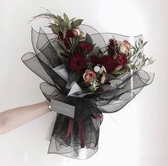 La imagen puede contener: flor y planta Boquette Flowers, How To Wrap Flowers, Luxury Flowers, Dried Flowers, Planting Flowers, Beautiful Flowers, Wedding Flowers, Flower Bouquet Diy, Bouquet Wrap