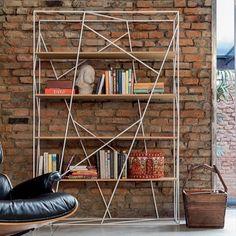 #ToninCasa Naviglio - #Libreria realizzata con un intreccio di fili metallici laccati che sostengono dei ripiani in #vetro temperato o in noce canaletto e rovere scuro. Adatto per la tua stanza #urban #style, ti sembrerà di essere in un tipico loft americano.