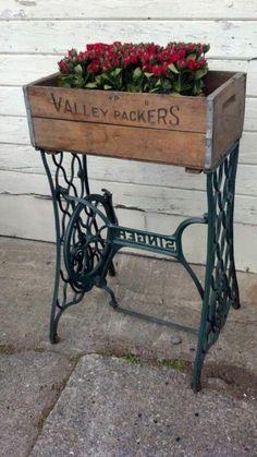 alte nähmaschine als pflanzenbehälter