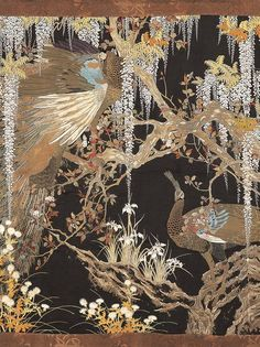 「繊細でいて煌びやか。藤のダイナミックな構図からも決して絵画には負けない!という作者の意気込みが感じられます」と松原氏。 この作品は刺繍絵画と呼ばれ、多色に染められた糸や金糸からなる作品です。当時は、染織の技法を用いて絵画に負けない表現ができると競い合って作品が作られたそうです。