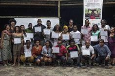 Una veintena de narradores recorrieron durante meses esta región del país y crearon un maletín-objeto con diversos textos sobre la relación con el territorio
