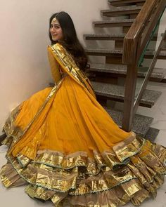 11 Trending Bridesmaids Looks To Steal For Your Next Wedding Function! Latest Pakistani Dresses, Pakistani Fashion Party Wear, Pakistani Wedding Outfits, Indian Fashion Dresses, Pakistani Bridal Dresses, Dress Indian Style, Pakistani Dress Design, Indian Designer Outfits, Pakistani Mehndi