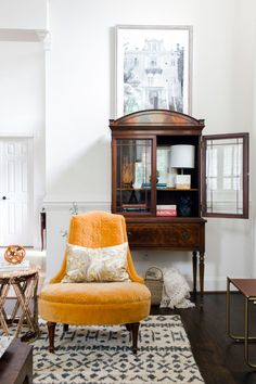 Classic Yet Modern Neutral Rich Living Room - I can't believe this day came. Three weeks ago I didn't think this would come together. Living Room Decor On A Budget, Living Room Modern, Small Living, Home And Living, Living Room Furniture, Living Spaces, Living Rooms, Relax, House Design