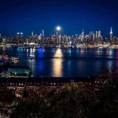 """Super Full Blue Moon 2015"" by @DanTVusa  #WeLoveNY #NewYorkSkyline #NYCSkyline #NYSkyline"