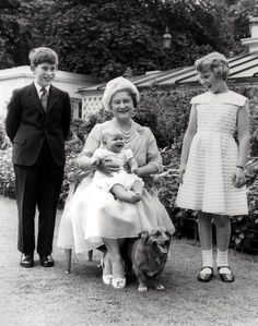 August 1960 - Queen Elizabeth, the Queen Mother, holding Prince Andrew on her lap, surrounded by Prince Charles and Princess Anne, as she celebrates her birthday in the garden of Clarence House in London Prinz Andrew, Prinz Philip, Clarence House, Elizabeth Queen, The Heir, Princesa Anne, Eugenie Of York, Duchess Of York, Isabel Ii