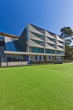 Gymnasium, St Kentigern College in Auckland (New Zealand) by Malcolm Bowes, Architectus, Contractor: Metal Design Solutions Ltd  Techniques: VMZ Standing seam – VMZ Joint Debout / VMZ Flat lock-VMZ Profil agrafé, Aspect: QUARTZ-ZINC® - Copyright : Kallan Macleod of Kallan photography   #NewZealand #QuartzZinc #QUARTZZINC #Architecture #Gymnasium #Zinc #VMZINC #Façade #Sport