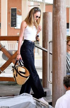Candice Swanepoel looks chic as she and Martha Hunt lead the model glamour at Venice Film Festival Looks Street Style, Model Street Style, Classy Street Style, Classy Style, Candice Swanepoel Street Style, African Models, Looks Chic, Spring Summer Fashion, Celebrity Style