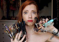 Julia Petit fala para que serve cada uma das ferramentas que usa em seus tutoriais de maquiagem.