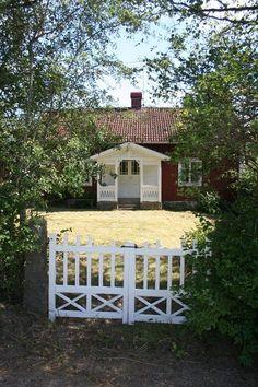 Madicken Wooden Cottage, Red Cottage, Sweden Cities, Sweden House, House In Nature, Sweden Travel, Swedish Style, Scandinavian Home, Garden Gates