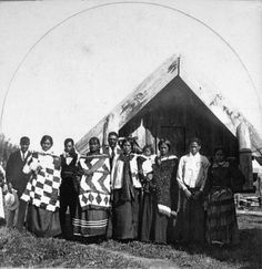 Tuhoe group at Ruatoki during the vice-regal visit, photographed in March 1904 by Malcolm Ross. Inscriptions: Album page - beneath image - At Ruat. Nz History, Polynesian People, Maori People, Maori Designs, Maori Art, Post Card, Homeland, Maui, Wearable Art