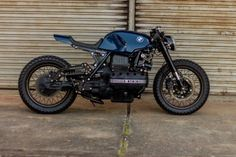 Extraordinairy Custom BMW Cafe Racer built by Gustavo and Rodrigo Lourenço from Retrorides in Brazil. One of the best custom out there! Bmw Scrambler, Motos Yamaha, Bmw Motorcycles, Custom Motorcycles, Custom Bikes, Street Scrambler, Ducati, Bmw Cafe Racer, Cafe Racer Build
