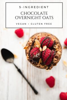 These chocolate overnight oats are not only every chocoholic's dream, but actually good for you, too. They're vegan, gluten free, and naturally sweetened.  #vegan #breakfast #oatmeal