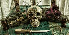 Voodoo en Hoodoo: West-Afrikaanse magie vol mojo - NoxMagica Voodoo Magic, Voodoo Spells, Free Love Spells, Powerful Love Spells, African Witch Doctor, Curse Spells, Voodoo Priest, Voodoo Rituals, Break Up Spells