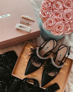 My lovely details ✨ Pump Shoes, Women's Shoes Sandals, Stuart Weitzman, Sparkly High Heels, Aesthetic Shoes, Shoe Clips, Shoe Closet, Luxury Shoes, Beautiful Shoes