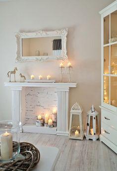 Камин в интерьере: 140 избранных идей для гостиной и тонкости каминного искусства http://happymodern.ru/kamin-v-interere-140-foto-gostinaya-s-kaminom/ Фальш-камин, украшенный свечами, сделает вашу комнату неотразимой