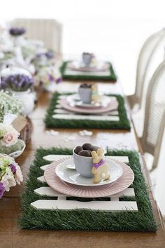 S there anything that says springtime more than baby bunnies here are a few of my favorite tablescapes that are all about the bunny image unknown home homedecor entertaining tablescapes spring springstyle easter eastertablescapes bunny Easter Table Decorations, Easter Table Settings, Easter Decor, Easter Centerpiece, Diy Centerpieces, Easter Parade, Hoppy Easter, Easter Subday, Easter Holidays