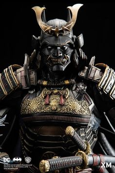 XM Studios' latest masterpiece is this handcrafted and hand-painted porcelain statue that depicts the Dark Knight as a samurai. The Batman Shogun Kabuto Samurai, Ronin Samurai, Samurai Helmet, Japanese Mask, Japanese Warrior, Japanese Dragon, Demon Tattoo, Fatale Overwatch, Samurai Tattoo