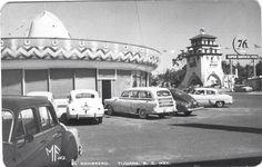 Restaurant el Sombrero, ahora El Potrero, atrás la torre del casino de Agua Caliiente.