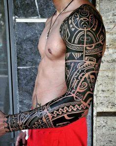 37 Oberarm Tattoo Ideen für Männer - Maori und Tribal Motive