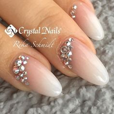#babyboomer #crystalnails #crystals #swarovski #bling #blingbling #nudenails #nailinspiration #nailartaddict #nails2016 #rekaschmidt