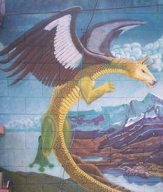 el Amaru, es el símbolo de sabiduría, un ser mítico que es mediador entre la tierra y el sol, con su fuerza atraviesa mundos, buscando el equilibrio. Se menciona que los Incas descienden de amarus, siendo considerados por lo tanto ancestros de los Incas. A la vez se menciona al Amaru como hijo del apu Yaro o Pariacaca.  El Amaru filosóficamente tiene una connotación metafórica y en su presentación simbólica contiene los cuatro elementos:  * Agua: patas de sapo,  * Tierra: cuerpo de serpiente