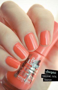 Mmm coral nails