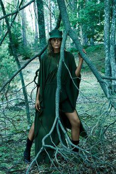 Sara Blomqvist & Lena Hardt by Paola Kudacki for Vogue Spain November 2014 - Page 2 | The Fashionography