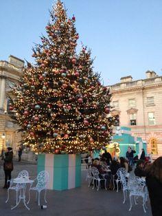 Margot Austin - blog - Christmas in London- Tiffany store at Christmas