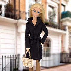 Black gabardine for Barbie and Poppy Parker dolls (1:6 scale).  GABARDINE ONLY!!! Doll, shoes, skirts, bijouterie, diorama, etc. are not included.  From smoke free and pets free office.  We ship worldwide and combine shipping.  Visit our blog for more photos: http://barbieropayaccesorios.blogspot.com  Thank you