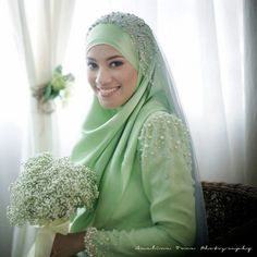 Simple style with veil - this look is great for a Nikkah and small reception. Plus, I love her baby's breath bouquet! Creative idea for budget weddings.