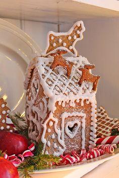 Gingerbread House w/ reindeer -- Vibeke's Norwegian Design