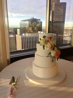 Grand Hyatt Denver | Pinnacle Club Wedding #GrandHyattDenver #PinnacleClub #DenverWedding #WeddingCake