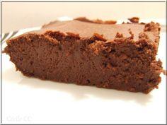"""Bonjour, aujourd'hui sera un jour gourmand et chocolaté avec la recette du gâteau au chocolat noir et au fromage blanc. C'est une recette trouvée chez Clara, si sa fille lui dit """"maman je crois que c'est le meilleur gâteau au chocolat que j'ai jamais..."""
