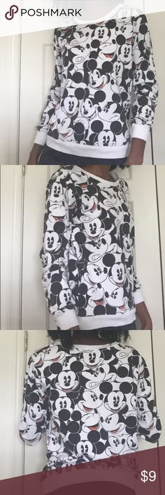 ✨⬇️DISNEY MICKEY MOUSE SWEATER ✨ ➡️Here we have a Mickey Mouse sweater perfect to wear for the winter. They are a size M in juniors. They have no damage or stains on them. I personally don't wear them because my style changed. If you have any questions don't be shy to ask. 😁💗 Disney Sweaters Crew & Scoop Necks
