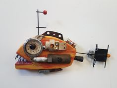 Folk Art Fish, Fish Wall Art, Fish Art, Paper Mache Sculpture, Fish Sculpture, Scrap Wood Projects, Diy Art Projects, Assemblage Kunst, Owl Watercolor