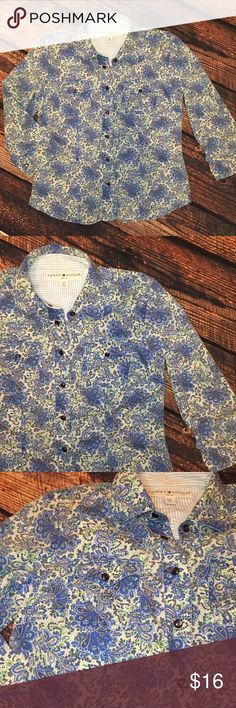 Tommy Hilfiger Paisley Blouse This 3/4 Sleeve top is so fun! Blue pearl snaps. Two breast pockets. Petite size. No trades. Tommy Hilfiger Tops Blouses