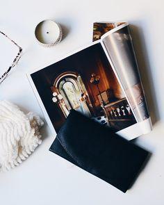black leather purse on magazine page photo – Free Leather Image on Unsplash Ways To Save Money, Make Money Online, How To Make Money, Monochrome Photo, Cleaning Challenge, Neutral, Magazine Pictures, Media Kit, Digital Magazine