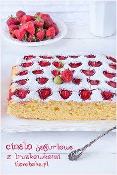 ciasto jogurtowe z truskawkami i owocamiciasto jogurtowe z truskawkami i owocami