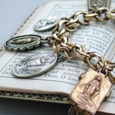 ❥ Our Lady of Peace Vintage Religious Medal Charm Bracelet~