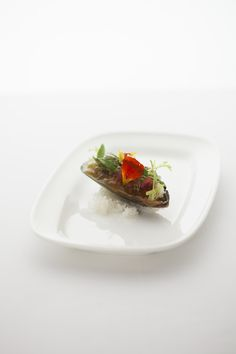 ムール貝と海藻のサラダ仕立て サフランとリカール風味のジュレを寄せて(コースメニューA)